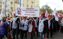 Manifestacja pracowników oświaty w Warszawie